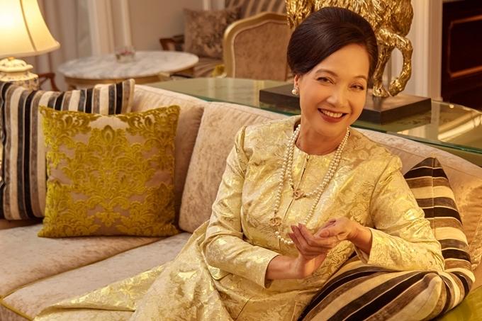 NSND Lê Khanh thủ vai cựu minh tinh màn bạc Thái Tuyết Mai - mẹ chồng Ms. Q. Đây là dự án đánh dấu sự trở lại điện ảnh của nữ diễn viên sau 20 năm.
