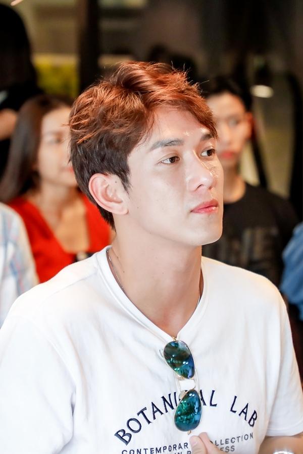 Diễn viên Song Luân đắt show hơn sau nhiều hoạt động nghệ thuật: đóng phim Hậu duệ mặt trời, làm MC chương trình Cuộc đua kỳ thú 2019...