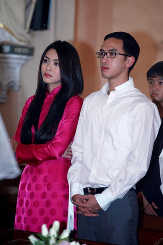 Louis Nguyễn xuất hiện bên cạnh Tăng Thanh Hà trong đám cưới của diễn viên Kim Hiền vào tháng 1/2010. Từ đó, cặp đôi thường xuyên xuất hiện các sự kiện, đặc là do gia đình Louis Nguyễn tổ chức.