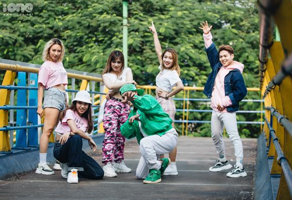 Dàn huấn luyện viên, ban giám khảochất lừ vòng Biểu diễn Kpop Dance For Youth.