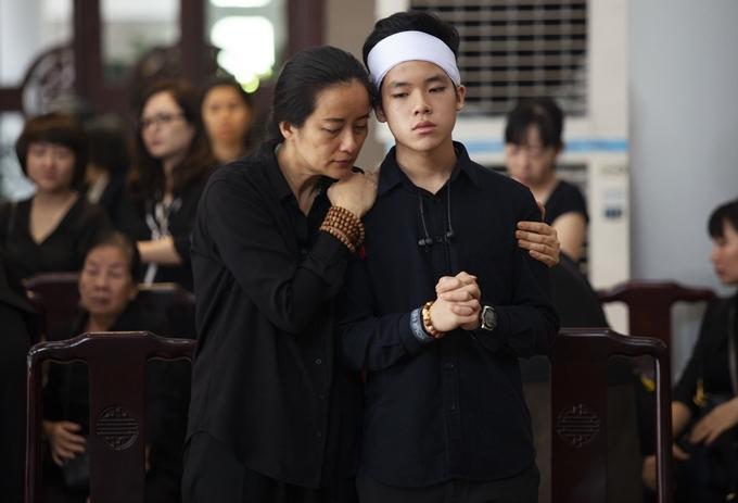 Mẹ và em trai Hạnh An.