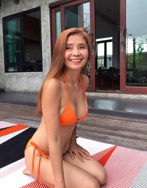 Đủ kiểu đồ bơi của quý bà U60 - 3