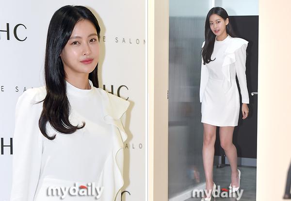 Nữ diễn viên Oh Yeon Seo dự sự kiện với trang phục thanh lịch.