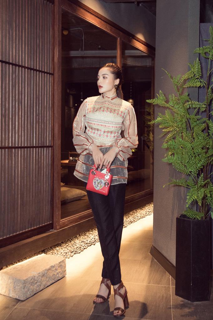 YEN Sushi là nơi lui tới thường xuyên của Hoa hậu Việt Nam 2014 mỗi khi cô muốn thưởng thức ẩm thực Nhật Bản.