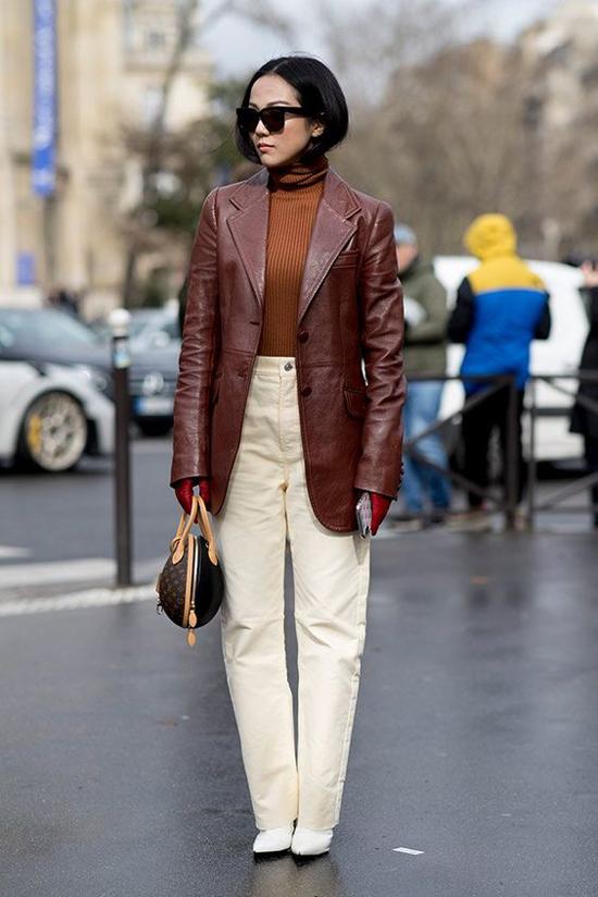 Nằm trong danh sách những món đồ mang vẻ đẹp kinh điển, áo khoác da là sản phẩm khó mất đi vị thế quan trọng trong xu hướng thu đông.
