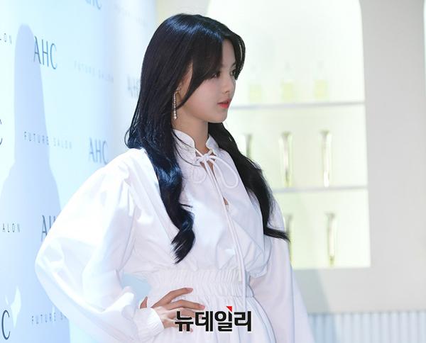Không ít khán giả nhận xét Dương Siêu Việt đẹp tinh khiết, một vẻ đẹp được ưa chuộng tại Hàn Quốc.