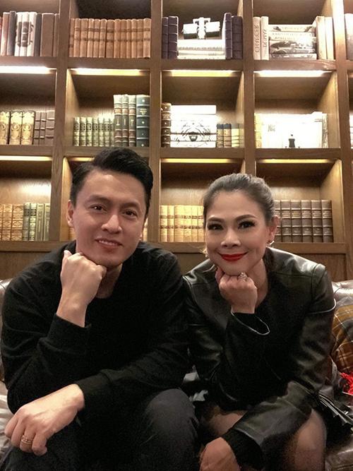 Thanh Thảo pose hình cùng anh Hai Lam Trường khi diễn chung tại Mỹ.