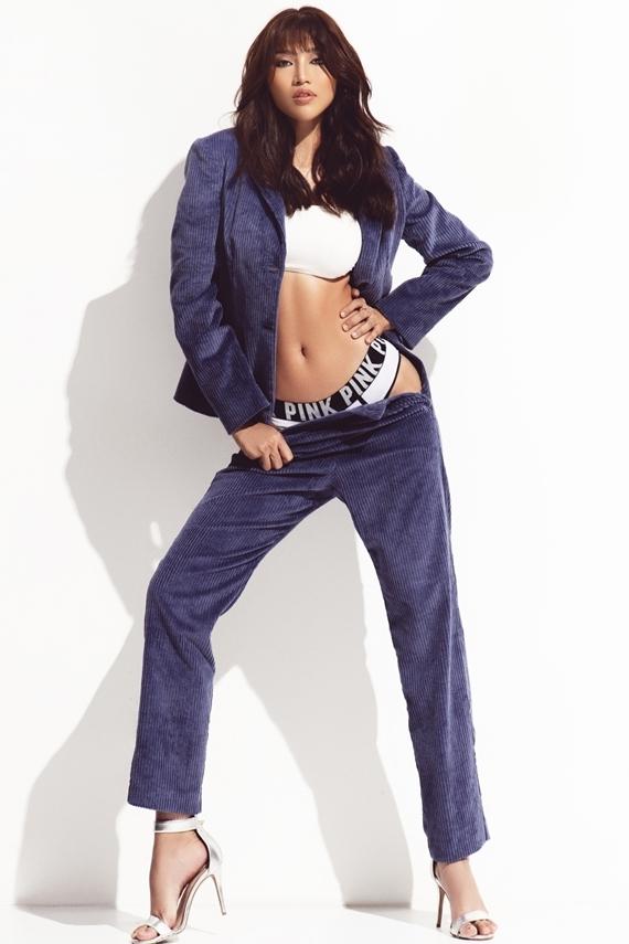 Người mẫu Chế Nguyễn Quỳnh Châu diện nội y, bodysuit để phô diễn đường cong gợi cảm trong bộ ảnh mới.