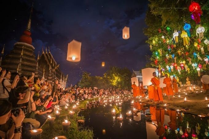 Lễ hội Loy Krathong ở Thái Lan.