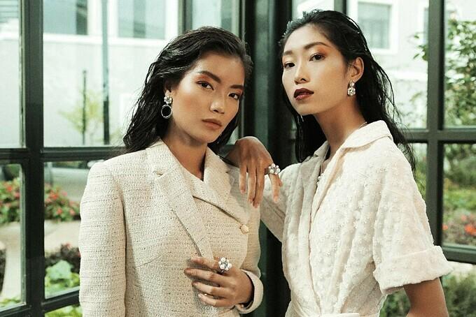 Theo Lê Thanh Hòa, dùthành công,quyền lực đến đâu, các cô gái vẫn sẽ giữ được sự nữ tính vốn có giống như núi rừng Tây Bắc. Vì vậy,anh chọn trang sức ngọc trai để góp phần tôn lên vẻ dịu dàng, sang trọng cho phái đẹp.