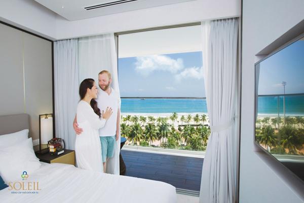Hoa hậu Ngô Phương Lan và ông xã ấn tượng với tầm nhìn hướng biển tại dự án Wyndham Soleil Danang.