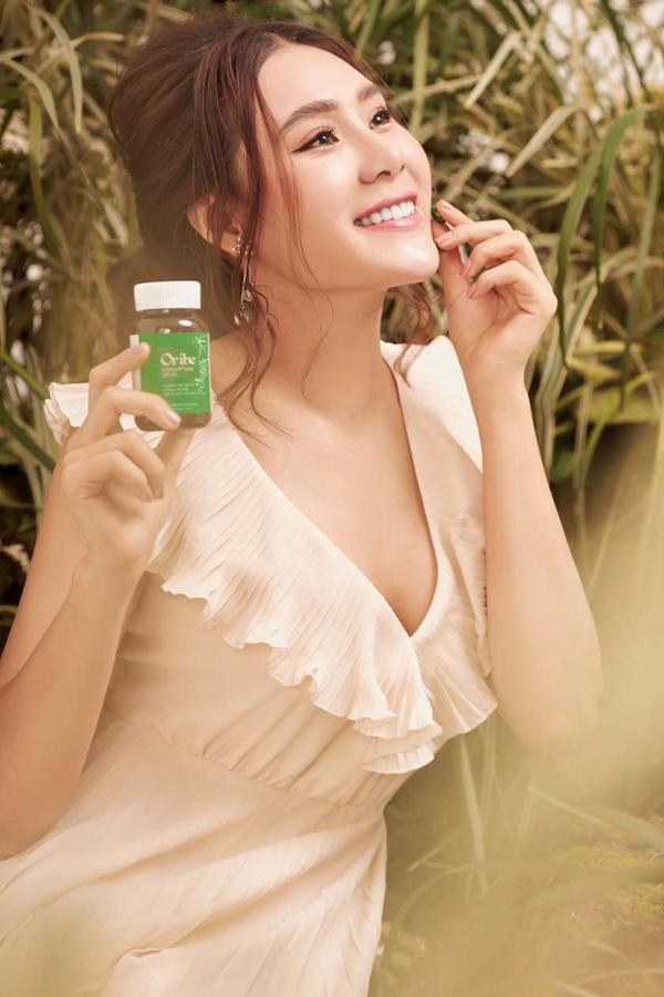 Hồ Bích Trâm là đại sứ thương hiệu chính thức của nhãn hàng Viên uống Oribe.