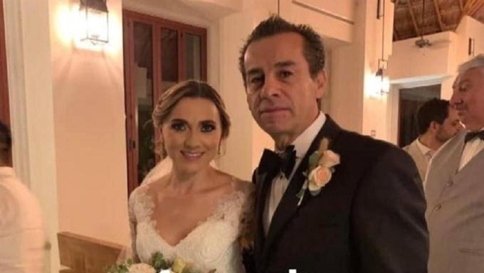 Cựu thị trưởng Raul Orihuela Gonzalez và con dâu Valeria Hassen Morales trong đám cưới tại Quintana Roo hồi tháng 10. Ảnh: En24News.