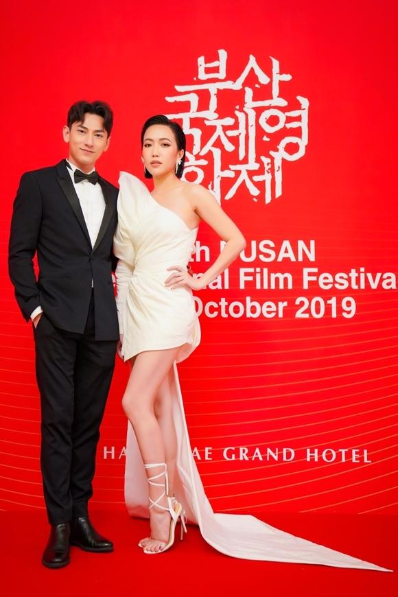 Diệu Nhi sánh đôi Isaac trên thảm đỏ khi phim Anh trai yêu quái chiếu tạiLHP quốc tế Busan đầu tháng 10.