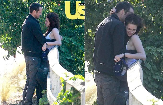 Kristen và Rupert Sanders bị bắt gặp tình tự trên đường. Ảnh: Us Weekly.