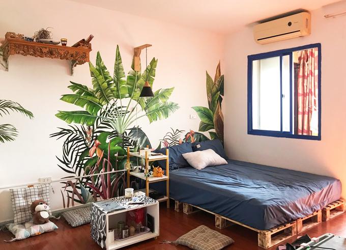 Dũng yêu thích những thứ mộc mạc và cây xanh. Đây chính là ý tưởng ban đầu và chủ đạo của chàng trai 9X khi chọn phong cách cho căn hộ. Cộng thêm với kinh nghiệm sau vài năm làm việc trong lĩnh vực thiết kế và thi công nội thất, Dũng quyết định kết hợp phong cách tropical với một chút santorini - theo sở thích của mình.
