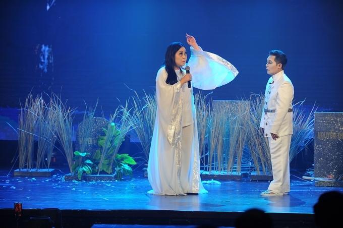 NSND Hồng Vân và nghệ sĩ Minh Nhí cùng đóng vai hồn ma.