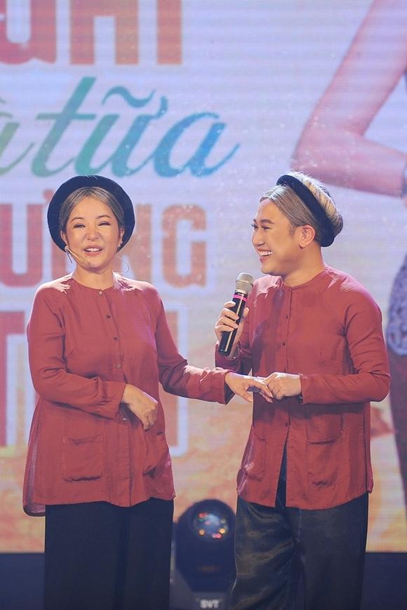 Hai bà già Thúy Nga và Don Nguyễn tung hứng trên sân khấu.