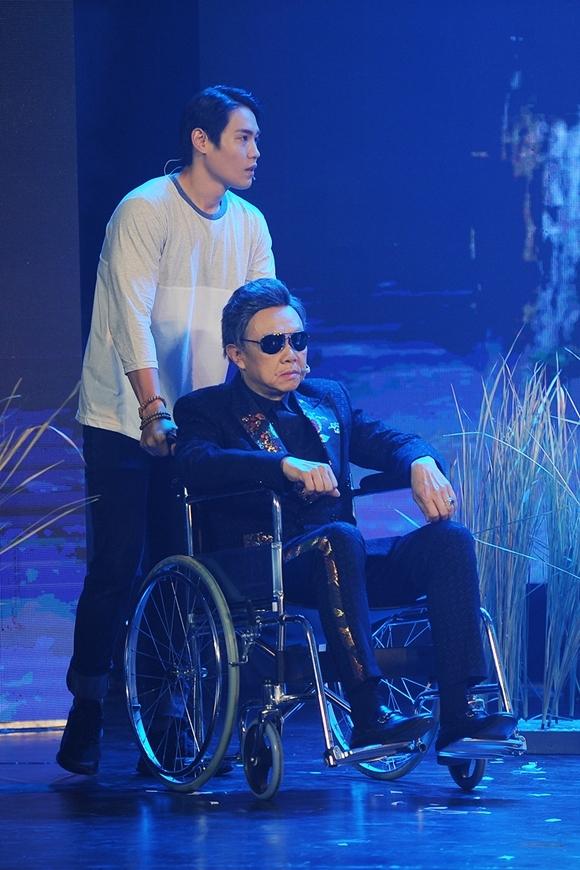 Nghệ sĩ Chí Tài đóng vai ngồi xe lăn.