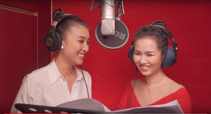 Tiêu Châu Như Quỳnh (trái) và Võ Hạ Trâm cùng lồng tiếng phim Frozen 2.