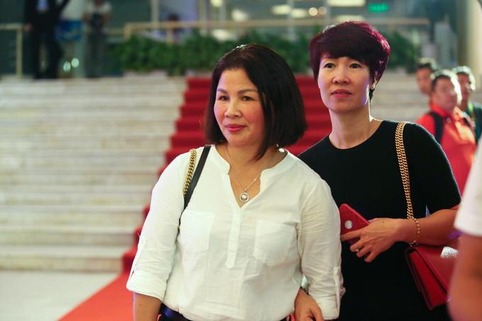 Quang Hải chia vui cùng mẹ