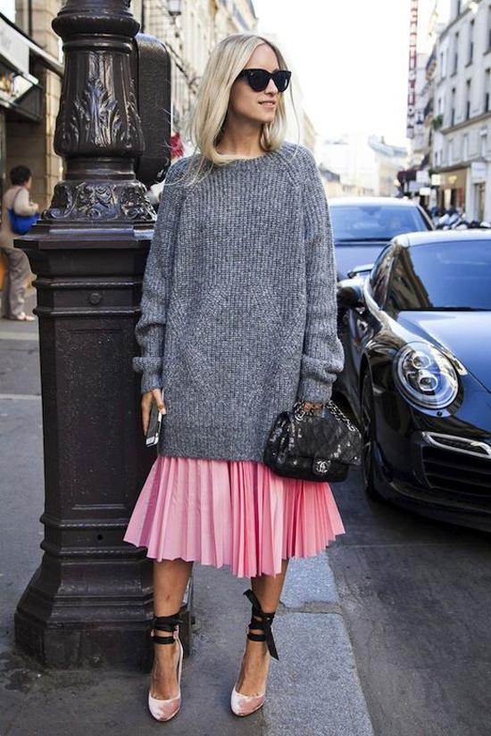 Từ tính năng mang lại sự ấm áp, êm ái cho cơ thể nên áo len là trang phục luôn được yêu thích trong mùa lạnh.