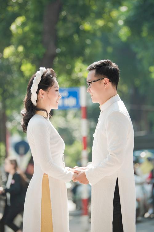 Chia sẻ với Ngoisao.net, Thu Hà tiết lộ cô quen chú rể Việt Dũng tại một diễn đàn nâng cao nghiệp vụ của các start-up cách đây 2 năm. Từ bạn thân, uyên ương trở thành bạn đời.