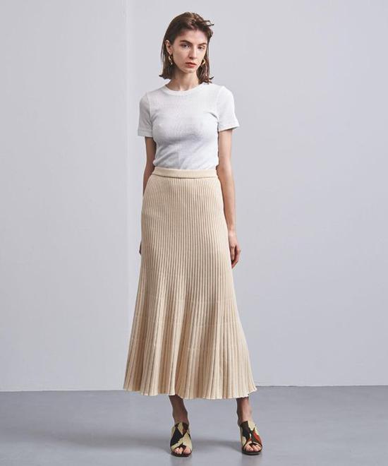 Với những đặc tính riêng về kết cấu sợi len, bề mặt dày dặn vì thế trang phục len thường khiến người mặc trở nên mập mạp hơn. Do đó, nó phù hợp với bạn gái có dáng mảnh mai hơn những cô nàng đầy đặn.