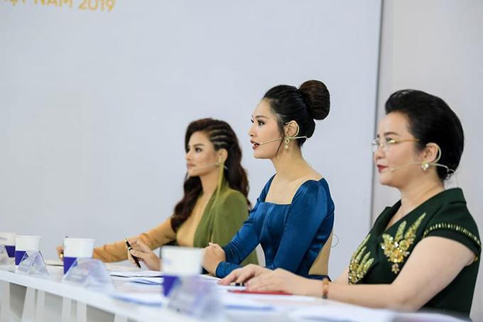 Hương Giang khi làm giám khảo Hoa hậu Hoàn vũ Việt Nam 2019.