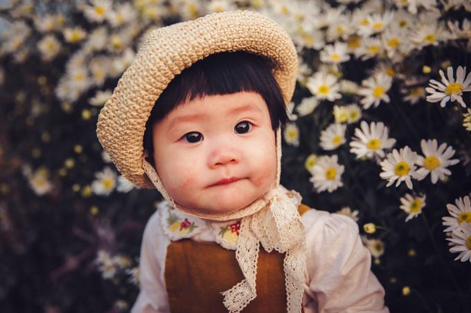 Theo nhiếp ảnh gia Lã Anh - người có 9 năm kinh nghiệm chụp hình trẻ con, điều cốt lõi của bộ hình dành cho em bé là làm sao để bắt được những khoảnh khắc tự nhiên, vẻsinh động, đáng yêu của các em.