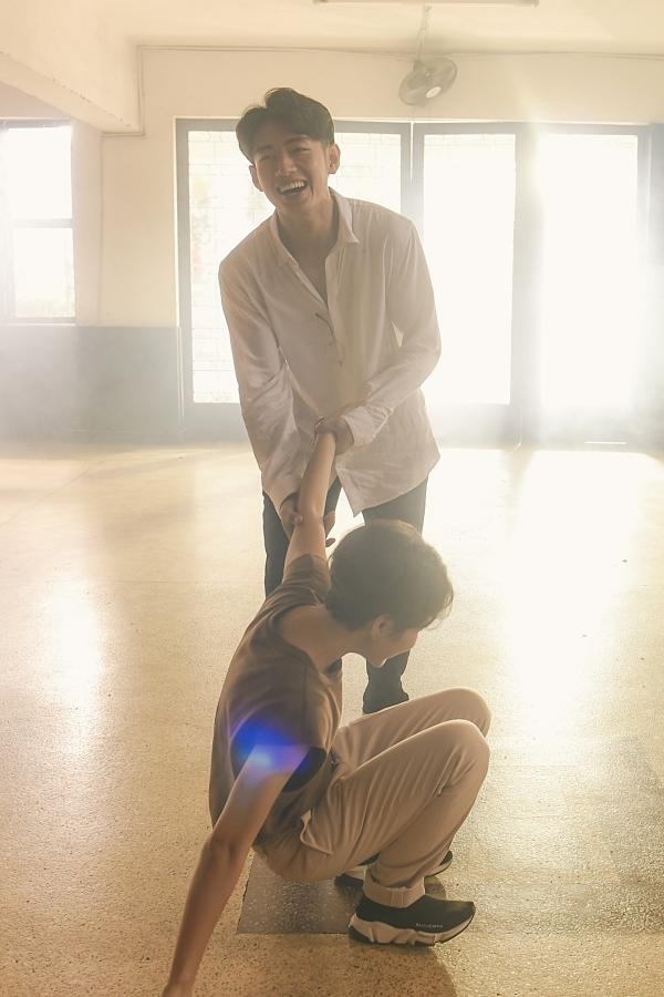 Vũ Cát Tường nhờ Quang Đăng dạy múa - 1