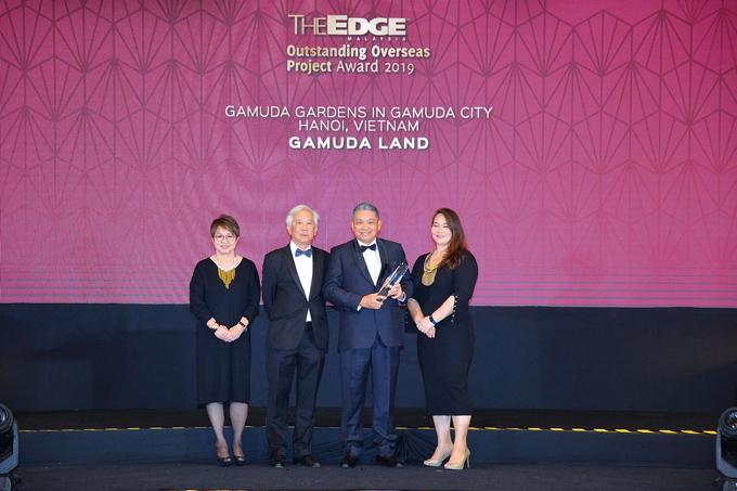 Ông Cheong Ho Kuan (thứ hai từ phải qua) - Chủ tịch Gamuda Land Việt Nam nhận giải.