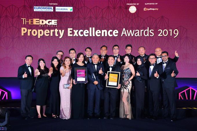 Đại diện công ty Gamuda Berhad tại Malaysia nhận giải.