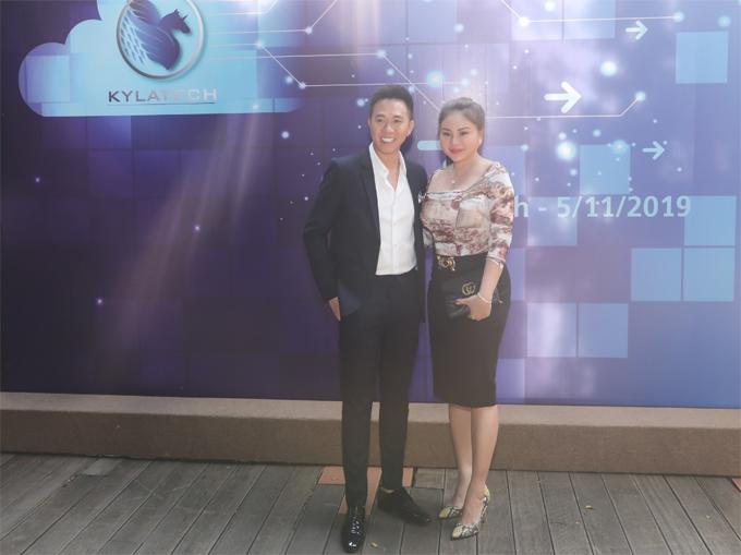 Nghệ sĩ Lê Giang tới chúc mừng người em, người đồng nghiệp thân thiết.