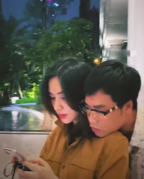 Hòa Minzy tình cảm bên bạn trai.