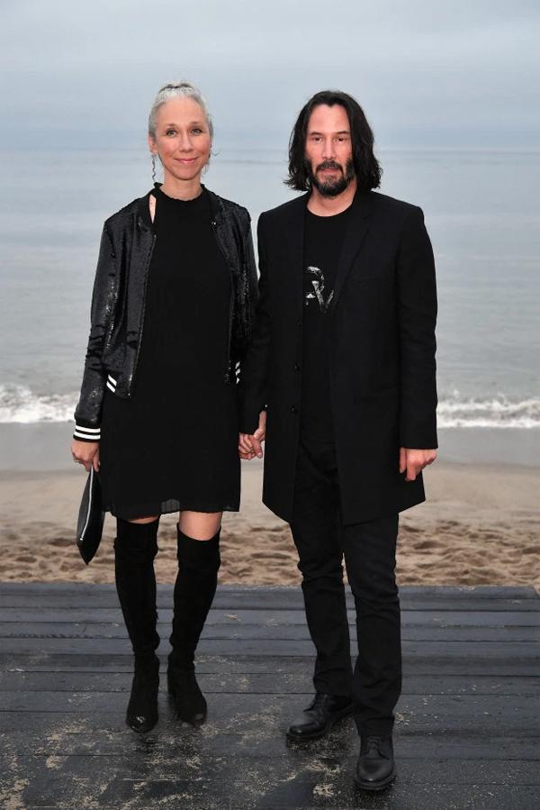 Cặp đôi trên bãi biển Malibu hồi tháng 6.