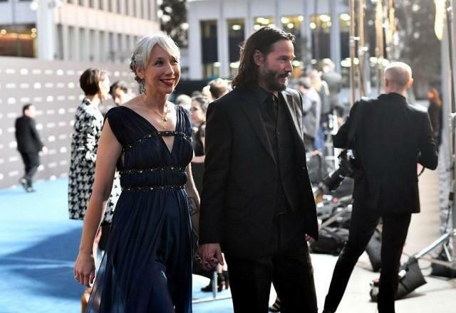 Nam diễn viên và nữ họa sĩ Alexandra Grant tay trong tay tới sự kiện LACMA Art + Film ở Los Angeles ngày 3/11.