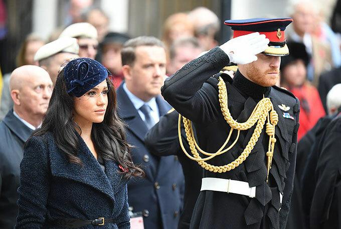 Hoàng tử Harry và vợ Meghan tưởng niệm những binh lính đã bỏ mạng trong sự kiện được tổ chức tại Tu viện Westminster. Ảnh: Rex.