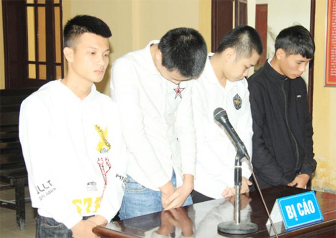 Bốn bị cáo tại tòa. Ảnh: Hùng Lê
