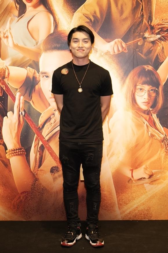 MC Ngọc Trai đóng vai con trai của Việt Hương trong phim - anh chàng sống bê tha, vùi mình trong rượu và ma túy.