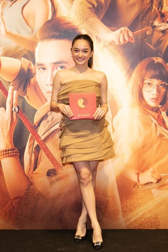 Sao phim Em chưa 18 Kaity Nguyễn đến xem phim của các đồng nghiệp.