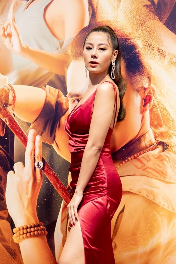 Diễn viên hài Nam Thư mặc sexy dự sự kiện sau khi tuyên bố rút khỏi vai trò MC của show Bạn muốn hẹn hò.
