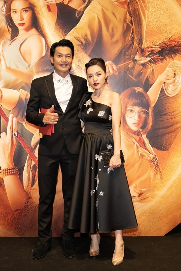 Diễn viên Quang Tuấn và bà xã - ca sĩ Linh Phi cùng đi xem phim.