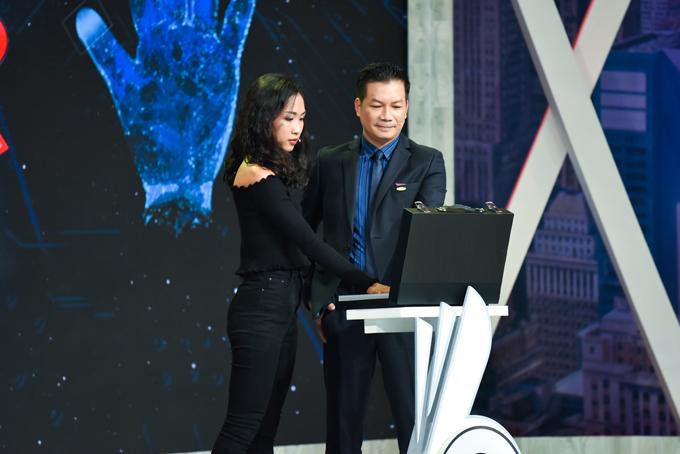 Thủy Tiên nhậnlời mời làm giám đốc truyền thông cho một tập đoàn bất động sản với mức lương 35 triệu đồng/tháng.