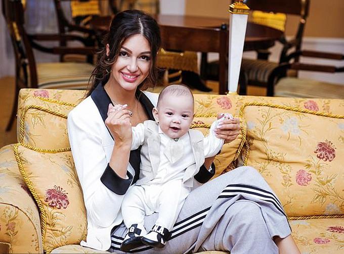 Cựu vương Malaysia ra điều kiện để không bao giờ phải gặp con trai của vợ cũ - 1
