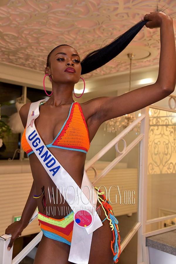 Đại diện của Uganda lựa chọn bikini sắc màu nhiệt đới.