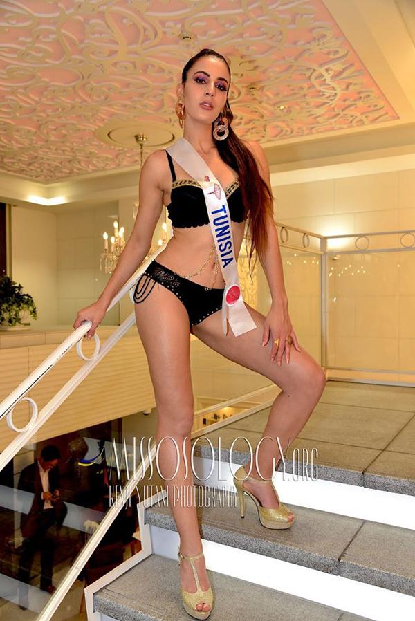 Đại diện Tunisia khoe dáng với bikini đen.