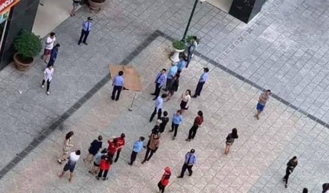 Nạn nhân được xác định rơi từ tầng 20 của tòa nhà xuống đất.