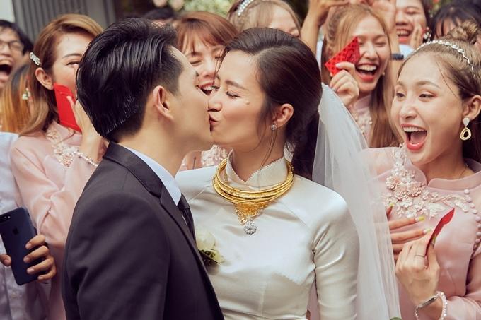 Đông Nhi hạnh phúc bên bố mẹ trong lễ vu quy - 7