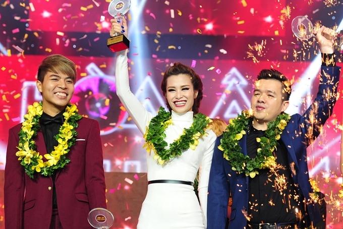 Đông Nhi tham gia chương trình The Remix 2015 cùng nhạc sĩ Đỗ Hiếu (trái), DJ Mike Hào và chiến thắng ngôi vị cao nhất.